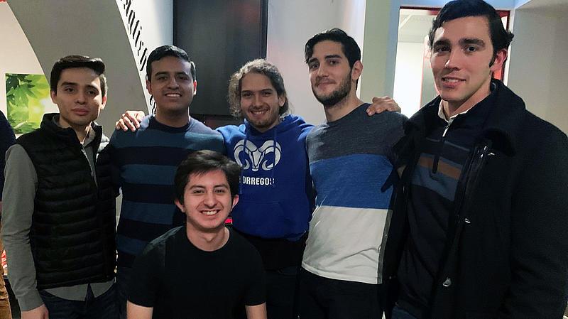 Sechs mexikanische Studenten
