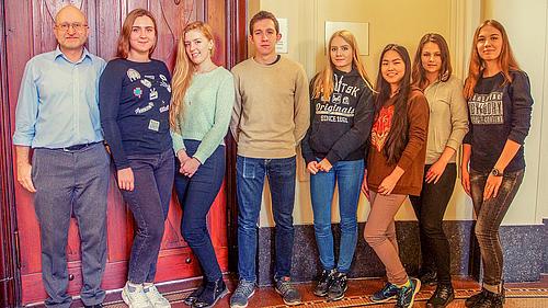 Prof. Dopleb begrüßt die neuen Erasmus-Studierenden
