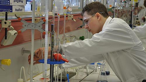 Die Arbeit im Chemie- Labor