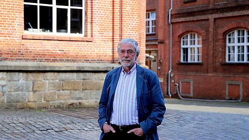 Hüther vor den historischen Gebäuden der Kulturbrauerei Görlitz
