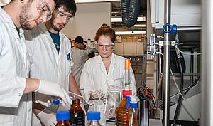 """Die Arbeit im Labor kommt beim neuen Bachelor-Studiengang """"Angewandte Naturwissenschaften"""" nicht zu kurz."""