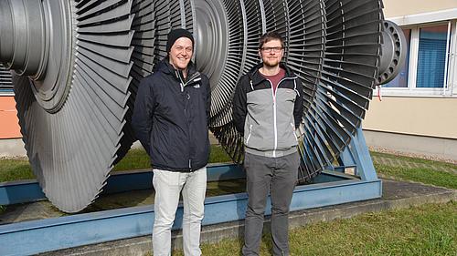 Zwei HSZG-Studenten trafen bei der Konferenz in Dresden auf Vertreter aus Wissenschaft, Politik und Wirtschaft