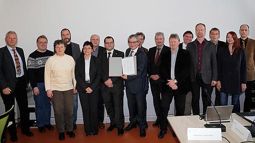 Das Rektorat und die Grundeinheiten unterzeichneten gemeinsam die Zielvereinbarung