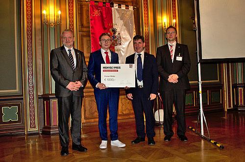 Verleihung des HIGHVOLT-Preises im Bürgersaal des Alten Rathauses in Zittau, v.l.n.r: Dekan Prof. Frank Worlitz (HS Zittau/Görlitz), Preisträger Florian Müller, Thomas Steiner (HIGHVOLT), Prof. Stefan Kornhuber (HS Zittau/Görlitz)