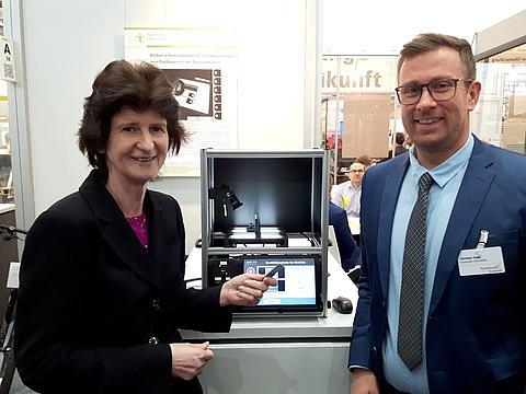 Frau Dr. Stange informiert sich über Forschung und Entwicklung an der Hochschule Zittau/Görlitz