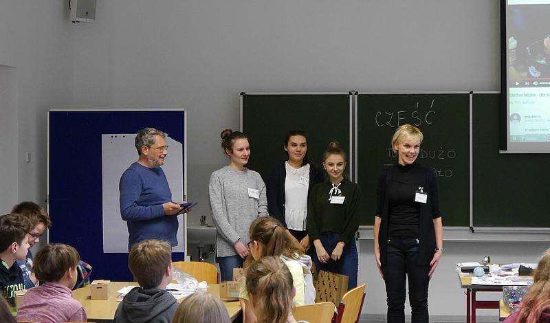 Gemeinsam gegen Sprachbarrieren. Das HSZG-Team brachte den SchülerInnen polnische Grundlagen bei.