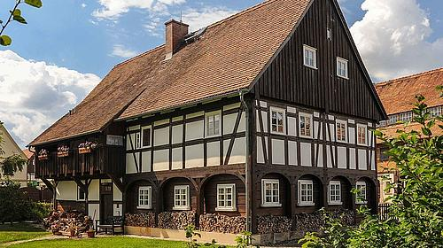 Umgebindehaus mit Oberlaube in Großschönau. Foto: Prof. Christian Schurig