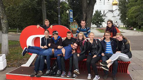 Sind deutsche Studierende langweilig? Kleines Gruppenfoto bei einem Stadtrundgang