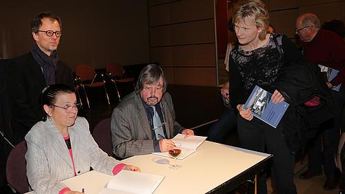 Prof. Tomlow stellte neues Buch zur Geschichte des Grenzlandtheaters Zittau im GHT Zittau vor