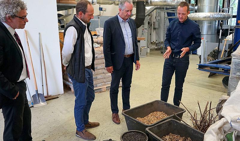 Abfallholz – also Holzhackschnitzel – fungieren als Brennstoff