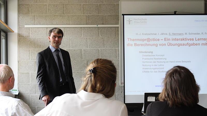 """Sebastian Herrmann stellt """"Thermopr@ctice – Ein interaktives Lernsystem für die Berechnung von Übungsaufgaben mit MATHCAD"""" vor"""