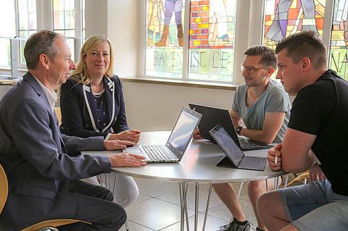 Die Forschungsgruppe von Dekanin Prof. Keil und Dr. Germar Schneider arbeiten an innovativen Lehr-/Lernszenarien