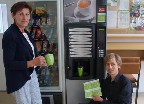 Kaffee, Kakao & Co können auch ohne Plastikbecher ausgegeben werden.