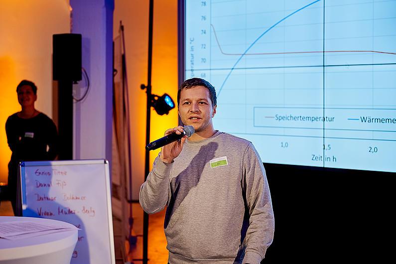 Enrico Tietze stellte sein Forschungsprojekt über Latentwärmespeicher vor