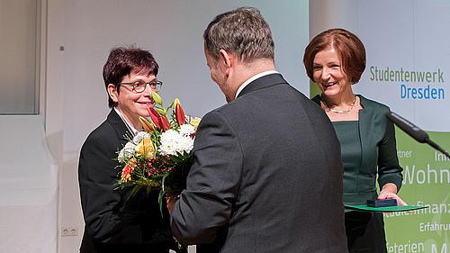 Übergabe DSW Verdienstmedaille (v. l. Karin Hollstein, Martin Richer, Monika Niehues)