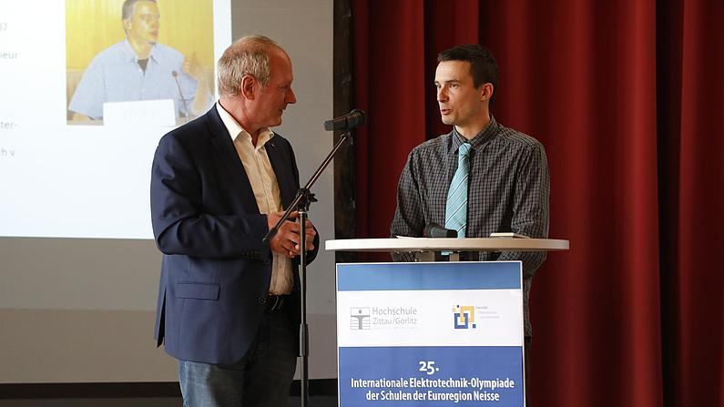 Der Gewinner aus dem Jahr 2001 Ondrej Svarc berichtet im Gespräch mit Hr. Paetzold, wie die Neisse-Elektro in seinem Leben Spuren hinterließ