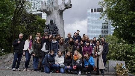 """Studierende der Kindheitspädagogik nahmen an der Exkursion """"Auf Janusz Korczaks Spuren"""" in Warschau teil"""