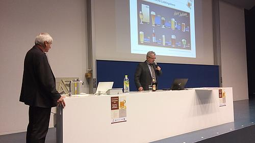 Die Professoren Ender und Delakowitz (v. l. n. r) bei ihrem Vortrag.
