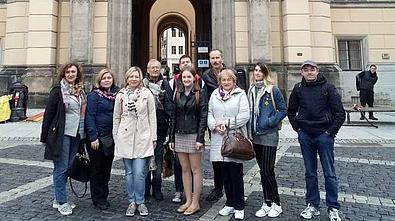 Vor dem Rathaus in Zittau.