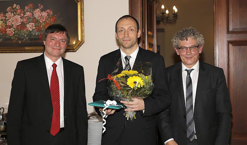 von links: Prof. Dr.-Ing. habil. Hans-Joachim Kretzschmar; Dr.-Ing. Matthias Kunick, Rektor Prof. Dr. phil. Friedrich Albrecht