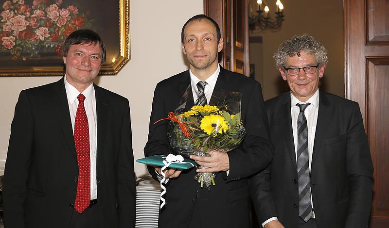 von links: Prof. Dr.-Ing. habil. Hans-Joachim Kretzschmar; Dr.-Ing. Matthias Kunick; Rektor Prof. Dr. phil. Friedrich Albrecht