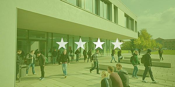Studierende laufen vor einem Hochschulgebäude; Bild hat grünes Overlay