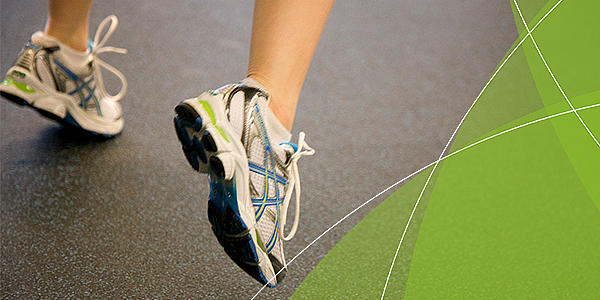 Detailaufnahme von Turnschuhen eines Sportlers