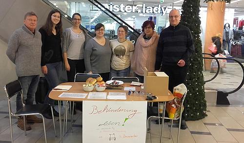 Behinderung erleben - Studierende beteiligten sich an dieser Aktion im Rahmen des Studium fundamentale.