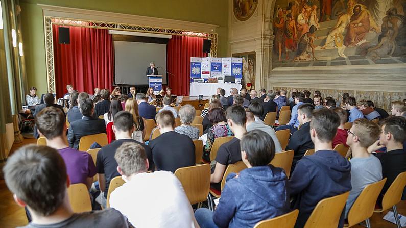 Siegerehrung:  Eröffnung und Begrüßung zur 25. Neisse-Elektro durch Rektor der Hochschule Zittau Görlitz, Prof. Dr. phil. Friedrich Albrecht