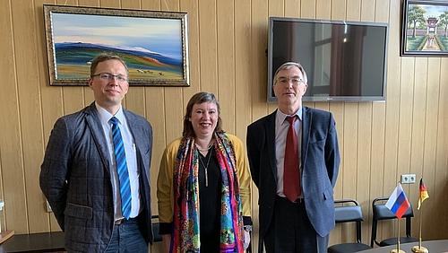 Irina Kulik, Prof. Igor Zhelbakow und Prof. Stefan Kornhuber