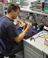 planen und bauen Geräteteile für eine Vielzahl elektronischer Geräte wie z.B. Netzteile, Verstärkern, usw.